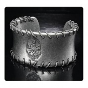 Twilight Breaking Dawn Part 2 Wire Cuff Armband Cullen Crest