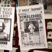 Harry Potter - The Daily Prophet Dumbledore: Daft or Dangerous? Tea Towel