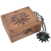 The Witcher 3: Wild Hunt Medallion and Chain with LED Eyes in Wooden Box